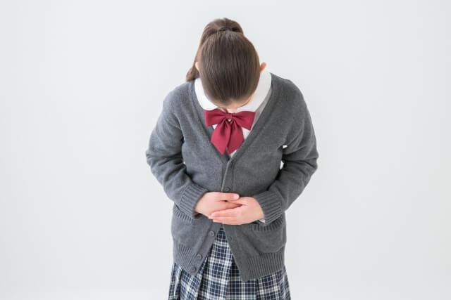 腹痛を抱える中学生