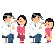 耳の診察を受ける女性