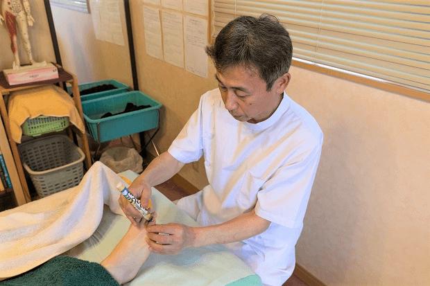 足への灸施術