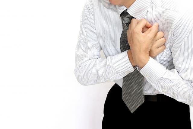 腕が痛い男性